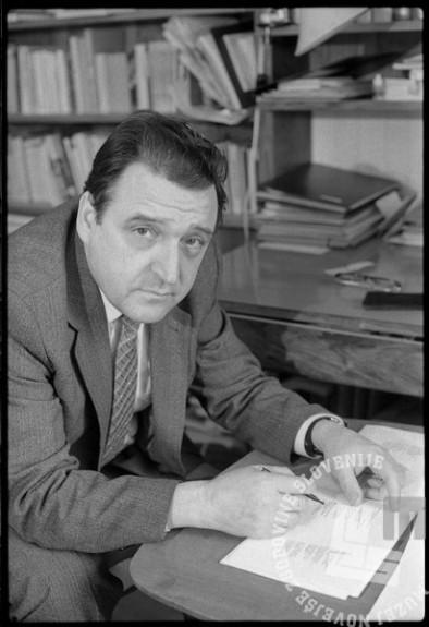Janez Menart, 30. 3. 1983, Foto: Janez Bogataj, fond Janeza Bogataja, hrani MNZS.
