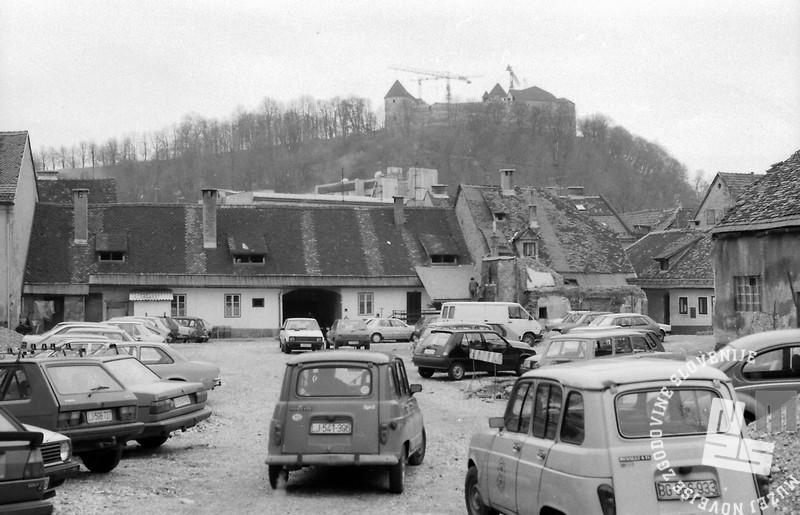 Pogled na ljubljanski grad, Ljubljana, januar 1991, foto: Marjan Ciglič.