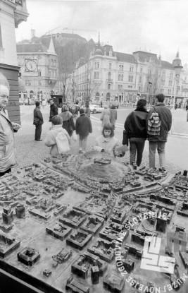 Ljubljanski grad iz Prešernovega trga, Ljubljana, januar 1991, foto: Marjan Ciglič.