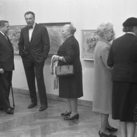 MC670401_1: Zoran Mušič na razstavi v Moderni galeriji. Ljubljana, 1967. Foto: Marjan Ciglič.