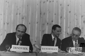 NB955_6: Dr. Janez Drnovšek, Boris Rauschenbach ter Franjo Tujman v Davosu, januar / februar 1991. Foto: Nace Bizilj.
