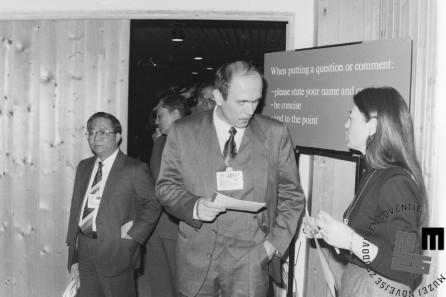 NB959_18: Dr. Janez Drnovšek na svetovnem gospodarskem forumu. Davos, januar / februar 1991. Foto: Nace Bizilj.