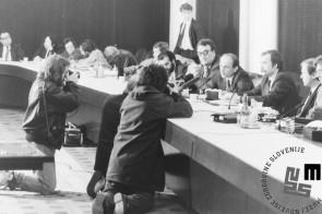 NB960_31: Govornik dr. Janez Drnovšek. Svetovni gospodarski forum Davos, januar / februar 1991. Foto: Nace Bizilj.
