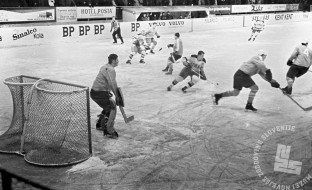 MC660301_48: Hokej. Jesenice, marec 1966. Foto: Marjan Ciglič, arhiv MNZS.