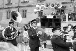 MC9103: Nastopajoči pihalni orkester na prireditvi Pomlad pomladi. Ljubljana, marec 1991. Foto: Marjan Ciglič.
