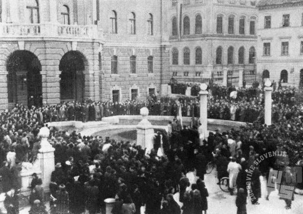 Demonstracije ljubljanskih študentov pred univerzo v Ljubljani, 27. marec 1941.