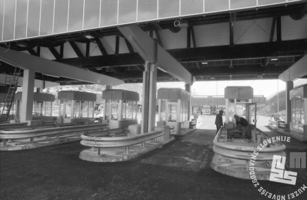 MC9103: Marec 1991. Gradnja cestninske postaje Hrušica na Jesenicah. Foto: Marjan Ciglič.
