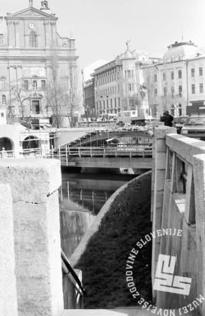 MC9104_4 Obnova Tromostovja aprila 1991 Ljubljana. Foto: Marjan Ciglič