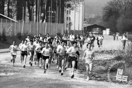 NB9104_33 Tekači na Dnevnikovem krosu. April 1991. Foto: Nace Bizilj.