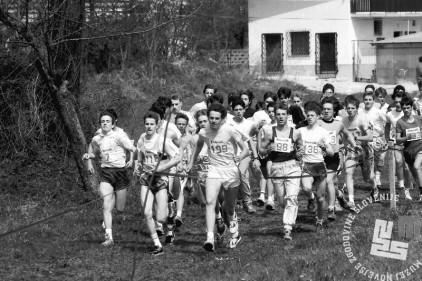 NB9104_39 Tekači na Dnevnikovem krosu. April 1991. Foto: Nace Bizilj.