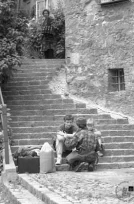 Ganljiva umirjenost v stari Ljubljani v času alarma za zračni napad, 30. junij 1991. Foto: Nace Bizilj, hrani Muzej novejše zgodovine Slovenije
