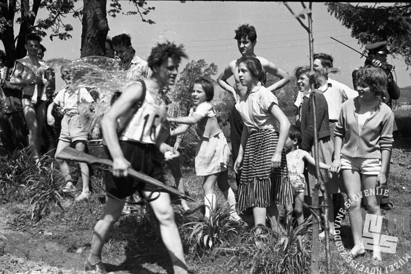 DE1360: Ob žici okupirane Ljubljane. Maj 1958. Foto: Miloš Švabić.
