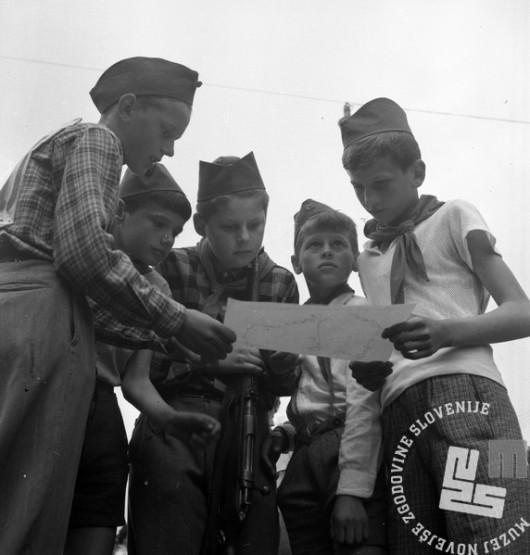 DE1741: Ob žici okupirane Ljubljane. Maj 1961. Foto: Edi Šelhaus.