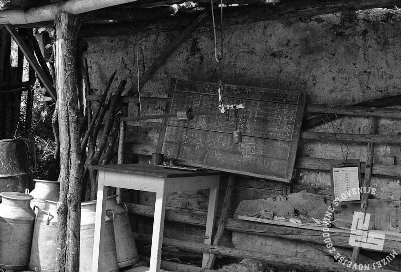 DE6238: Porušena mlekarna. Posočje, 7. maj 1976. Foto: Janez Pukšič.