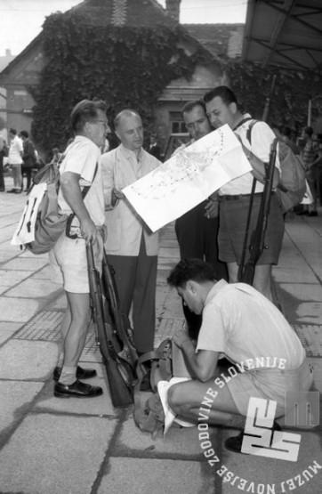 FS6928: Pohod ob žici okupirane Ljubljane. 23. junij 1957. Foto: Ciljan Štoka.