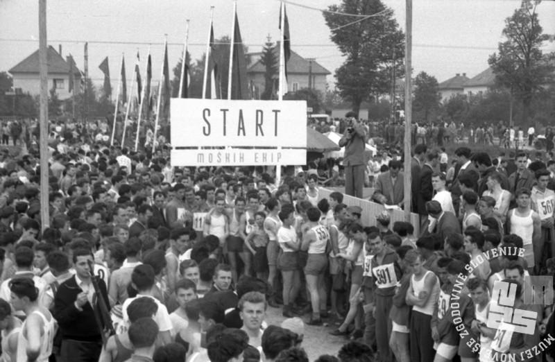 FS7258: Ob žici okupirane Ljubljane, 10. maj 1959. Foto: Jože Gorjup.