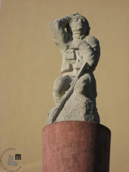 France Kralj, Spomenik padlim vojakom 1914-1918, Videm-Dobrepolje (Foto: Marko Štepec)