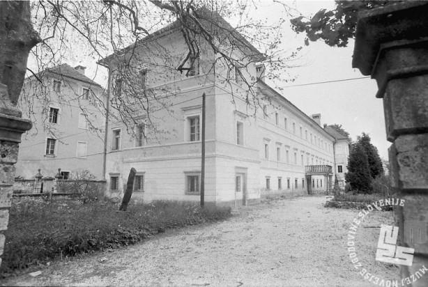 Dvorec Smlednik. Maj 1991. Foto: Marjan Ciglič.