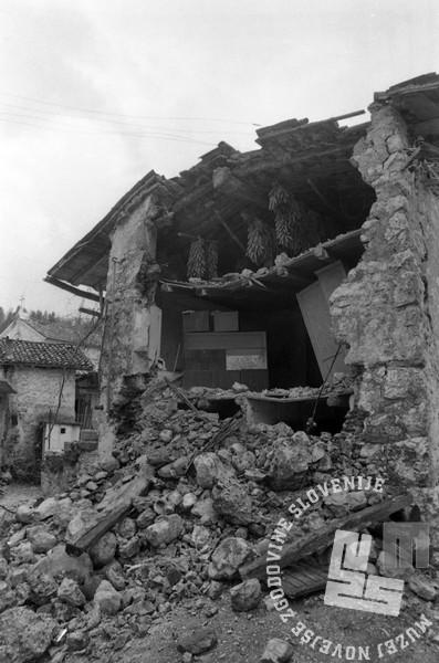 NB3351: Ruševine v Posočju, Maj 1976. Foto: Nace Bizilj.