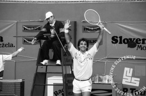NB9105_37: Zmagovalec »Slovenia Open« Boba Živojinović. 12.5.1991, Domžale. Foto: Nace Bizilj.