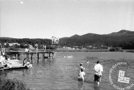 MC9106_7: Podpeško jezero, junij 1991. Foto: Marjan Ciglič