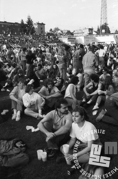 NB9106_20: Koncert Boba Dylana na bežigrajskem stadionu, Ljubljana 10.6.1991. Foto: Nace Bizilj.