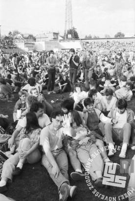 NB9106_27: Koncert Boba Dylana na bežigrajskem stadionu, Ljubljana 10.6.1991. Foto: Nace Bizilj.