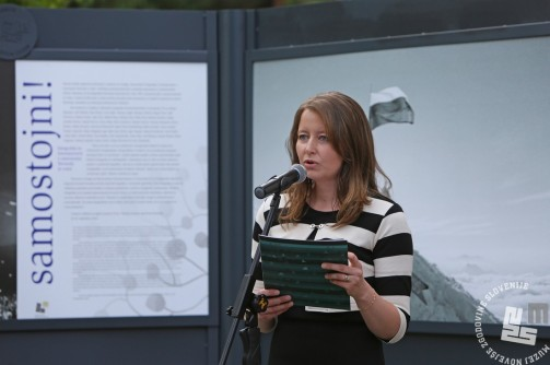 """Avtorica razstave """"Samostojni !"""", višja kustosinja, Irena Uršič. Foto: Sarah Poženel."""