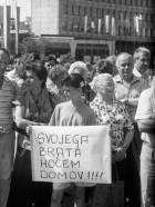 Shod za vrnitev slovenskih vojakov iz JLA, 6. 7. 1991. Foto Edi Šelhaus, hrani: MNZS.