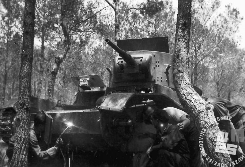 1789_2: Popravilo tanka T-26. 1937.