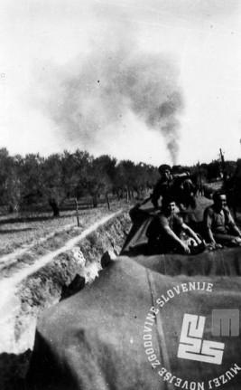 1789_45: Prevoz tankov in posadk z vlakom na fronto. Španija, 1938.