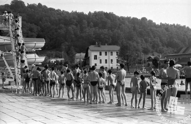 MC9107_5: Kopališče Kodeljevo, Ljubljana. 8.7.1991. Foto: Marjan Ciglič.