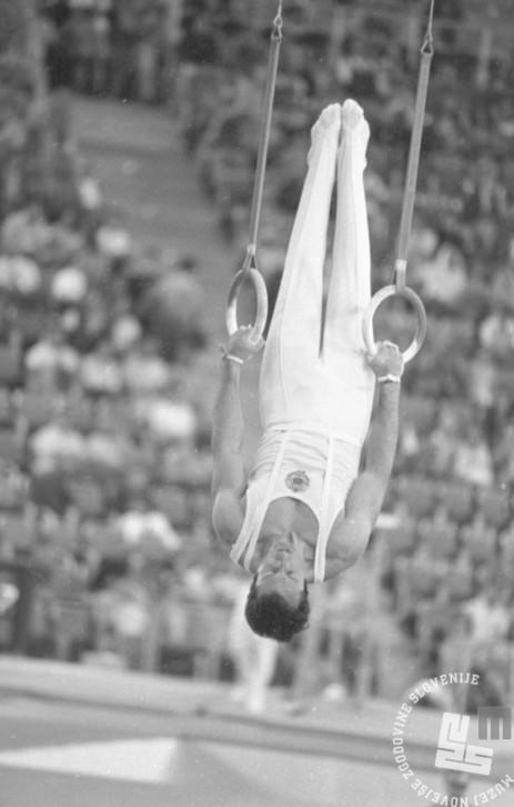 ES1716_30: Slovenski telovadec Janez Brodnik je bil najboljši v jugoslovanski vrsti in je v mnogoboju zasedel 32. mesto. 28. 8. 1972.