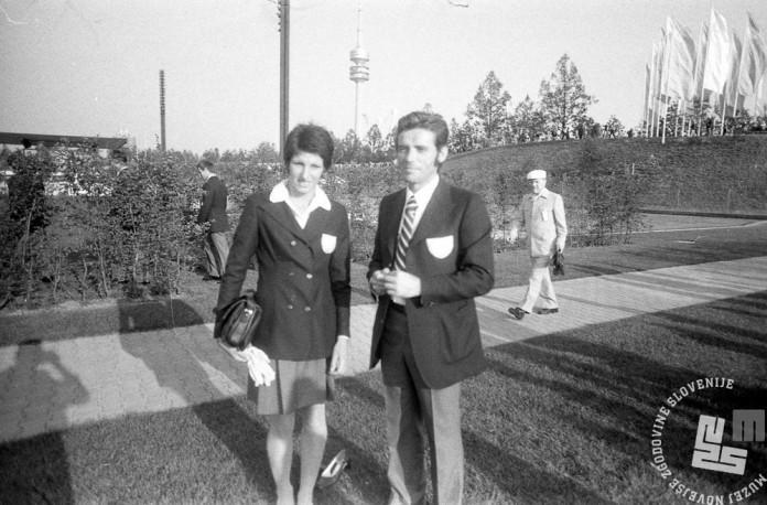 ES731_30: Slovenska skakalka v višino Breda Babošek s svojim trenerjem Milanom Lorencijem na dan odprtja iger, 26. 8. 1972. Baboškova je izpadla v predtekmovanju.