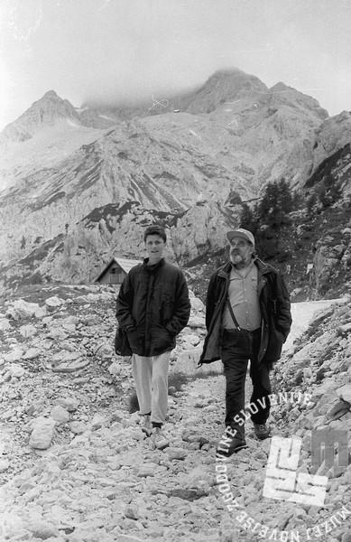 MC9108_9: Planinci med potjo. 3.8.1991. Foto: Marjan Ciglič.