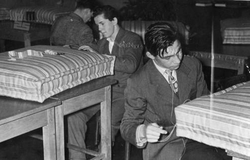Šivanje vzmetnic, 1950. leta. Foto: neznan