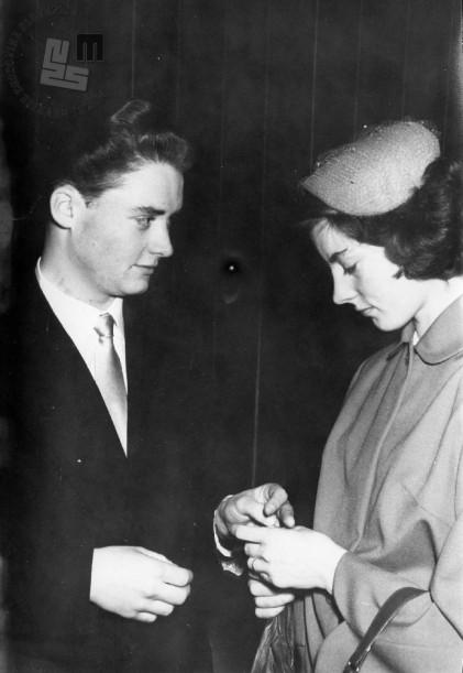 Sklenitev civilne zakonske zveze, 1950. leta. Foto: neznan