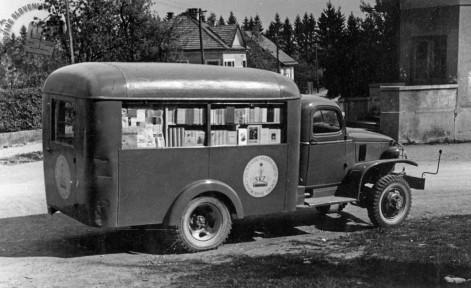 Potujoča knjižnica, 1950. leta. Foto: neznan