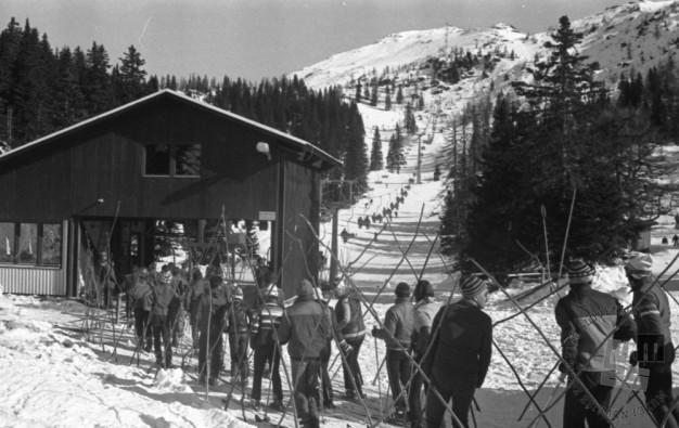 DE5909: Otvoritev žičnice na Zvoh. Foto: Svetozar Busić, januar 1982.