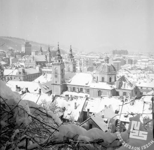 K4784: Pogled na zasneženo prestolnico. Foto: Jože Mally, arhiv podjetja Kompas, d. d.