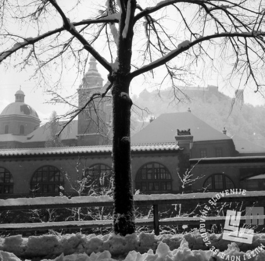 K4793: Pogled na zasneženo prestolnico. Foto: Jože Mally, arhiv podjetja Kompas, d. d.