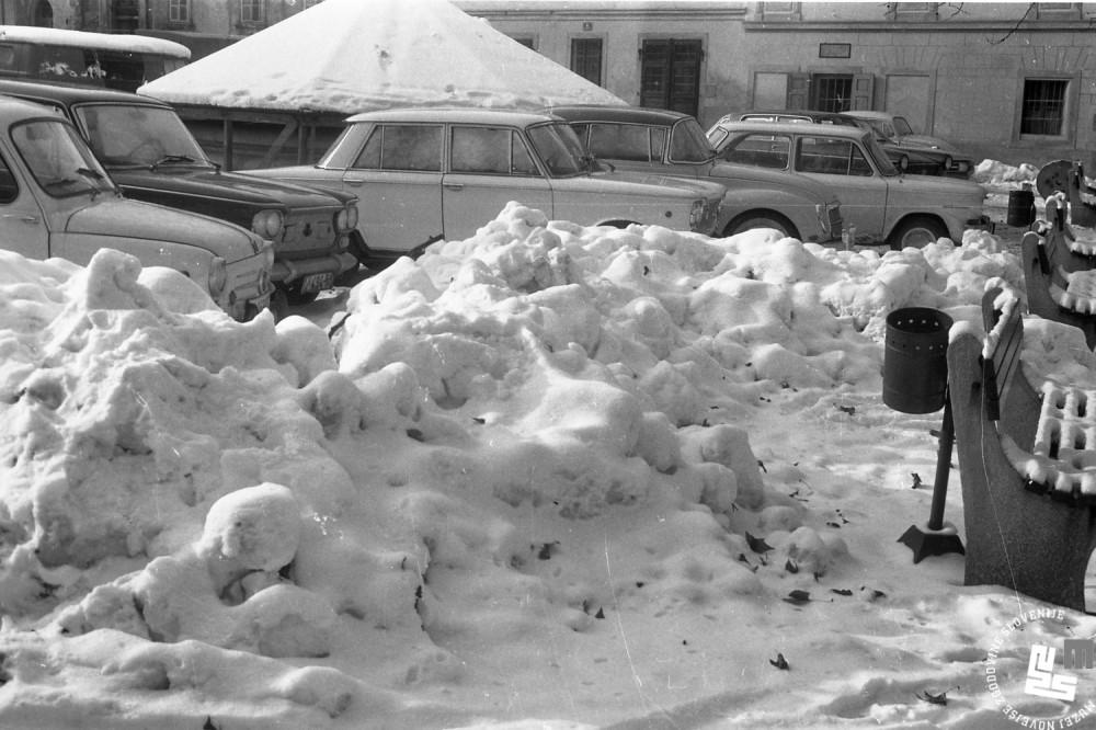 mc6701_kidanje-snega