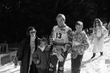 NB207: Bojan Križaj z družino v Saalbachu. Januar 1988. Foto: Nace Bizilj.