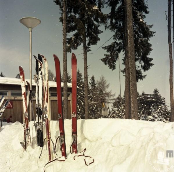 EPC2800_5: Pohorje, februar 1969. Foto: Janez Lapmič.