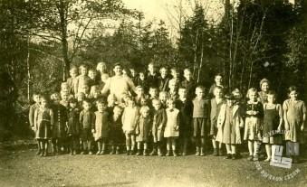 Otroci v taborišču Lautenthal na Hannoverskem leta 1944. Med njimi so otroci iz Artič in okolice: Foto: neznan.