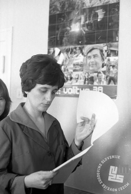 DE7745: Volitve v podjetju Pletenina, 9. marec 1978. Foto: Miško Kranjec.