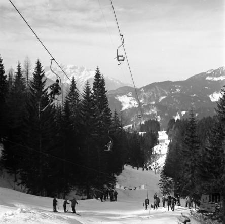 EPT1947_1: Španov vrh v Planini pod Golico nad Jesenicam. Srednja postaja Črni vrh, 1965. Foto: Janez Lampič.