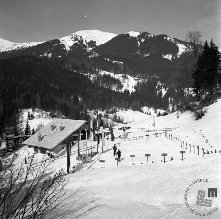 EPT1947_6: Španov vrh v Planini pod Golico nad Jesenicam. Srednja postaja Črni vrh, 1965. Foto: Janez Lampič.