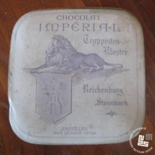 Škatlica za čokoladne bonbone - nemški napis. Hrani MNZS.