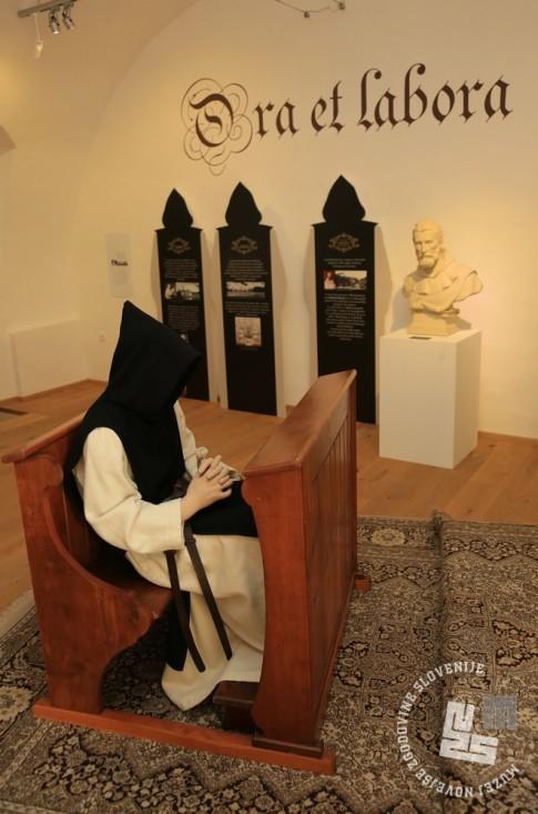 10. Ora et Labora - moli in delaj, pogled v razstavni prostor. Foto: arhiv MNZS.